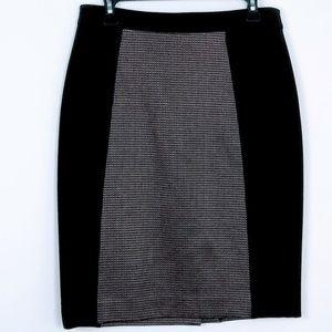 EUC Halogen Pencil Skirt Black w/ Silver Size 6